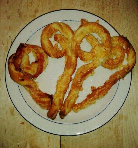 Bladerdeeg staf van Sinterklaas. Lekker bij de soep! (naturel, met kaas, met rauwe ham). Mjummie :)