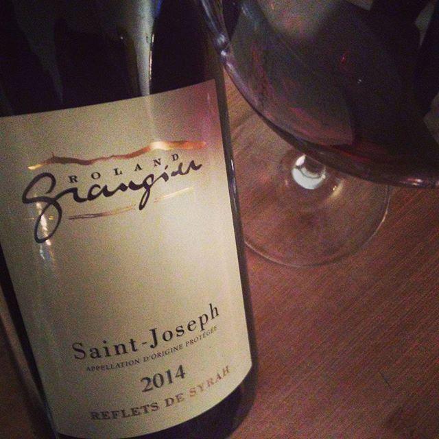 Journée sombre mais relaxante... #syrah éclatante de jeunesses ! #vin bien équilibré #valleedurhone Nord #appellation #s...