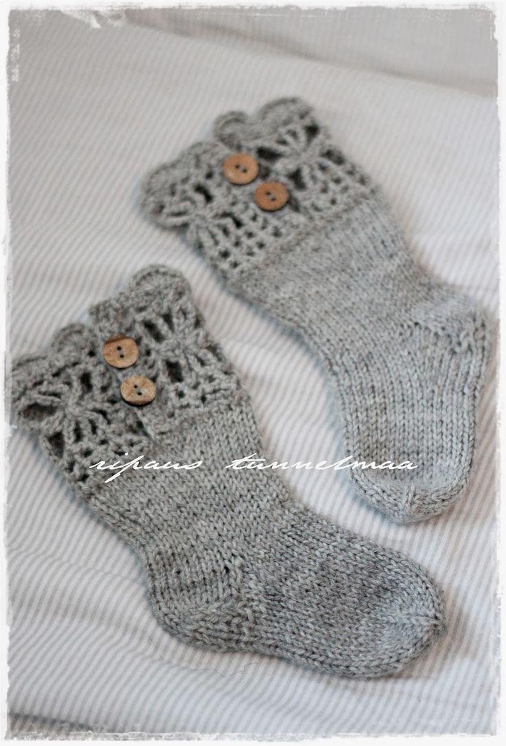 baby lace socks 1/2 - ripaus tunnelmaa: pitsireunaiset villasukat ja pyramidihousut
