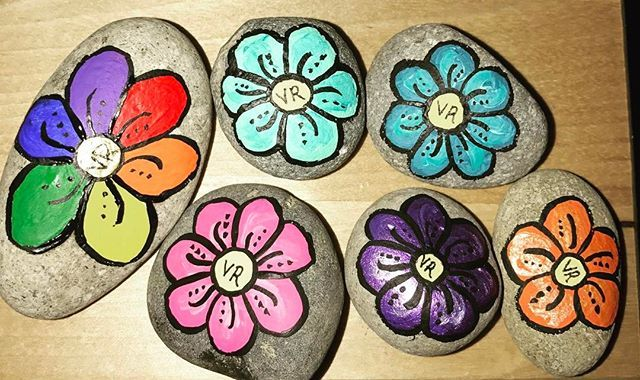 The 6 rocks are hidden at Esther Short and will get you free Vancouver Rocks! merchandise. Find the rainbow flower for a free t-shirt, the rest get you a sticker. One per person #vancouverrocks #vancouverwa #finallysunnyinthepnw #flowers #rockpainting #shareyourart