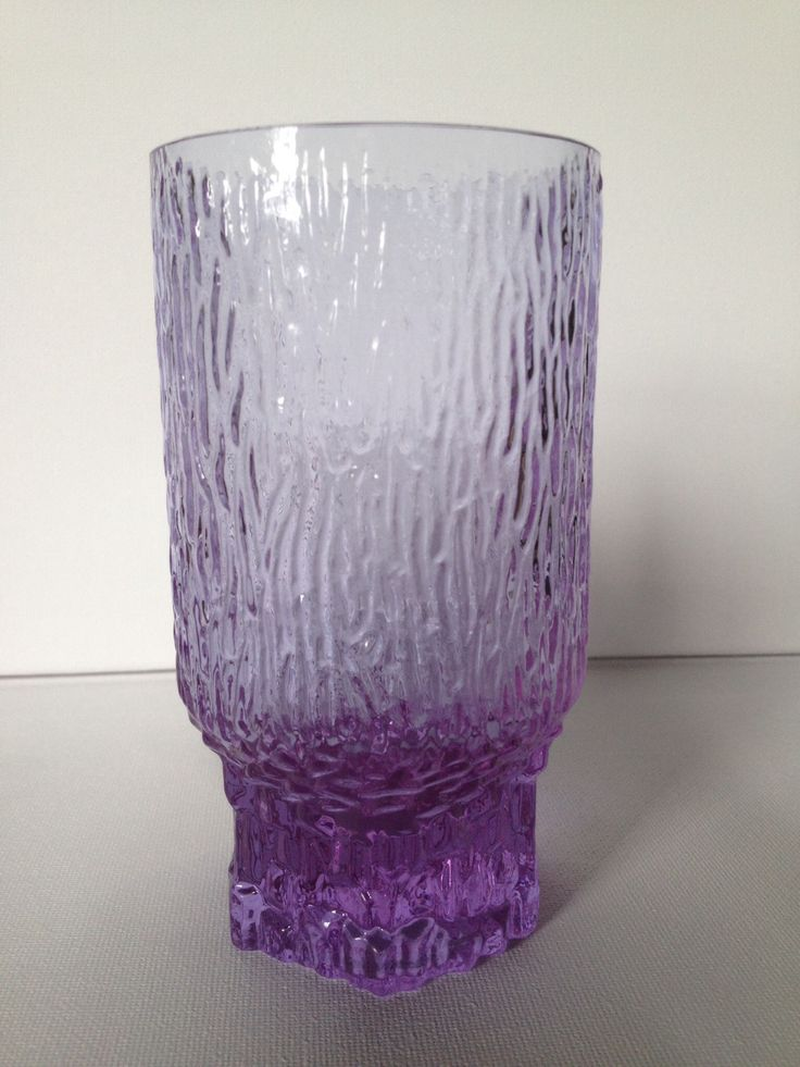 Zeldzaam Alexandrite / neodymium Iittala Tapio Wirkkala Aslak glas. € 25,00.