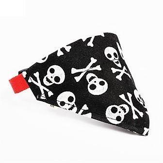 Super smart hunde bandana med dødningehoveder. Bandanaen kan tages af og bruges på dit favorit halsbånd