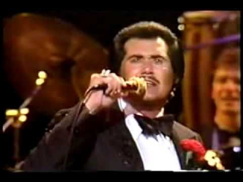 1972-Wayne Newton - Daddy Dont You Walk So fast.avi     Say what you want -- but his Vegas & Tahoe shows were GREAT!!