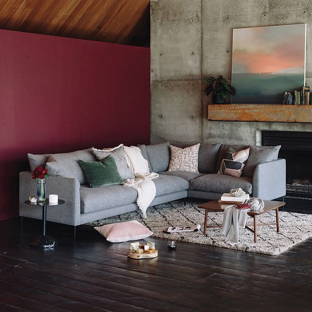 Our Eve sofa series continues over on #styleyourspace, with our stylist @samlillianvankan, showing you how to work this modular sofa into a living space perfect for entertaining 👌 For these tips on how to pull a room together and position your furniture for balance and style tap the link in our bio 😄 #evesofa