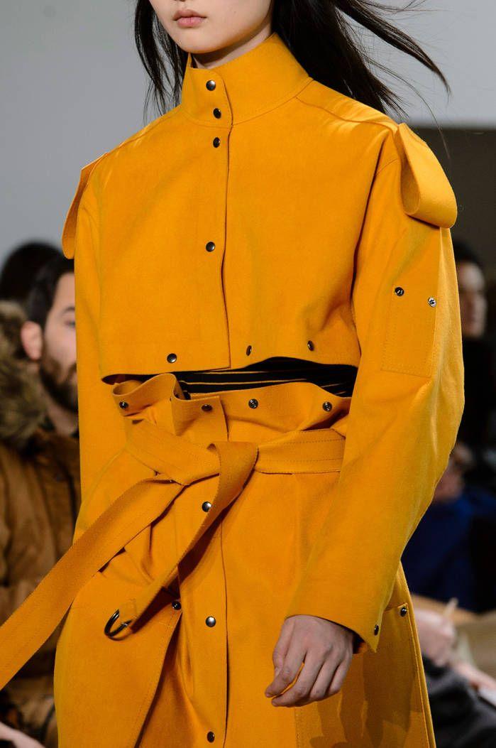 L'ensemble jaune de Lacoste  - 10 pièces fortes repérées sur les podiums de New York - Elle