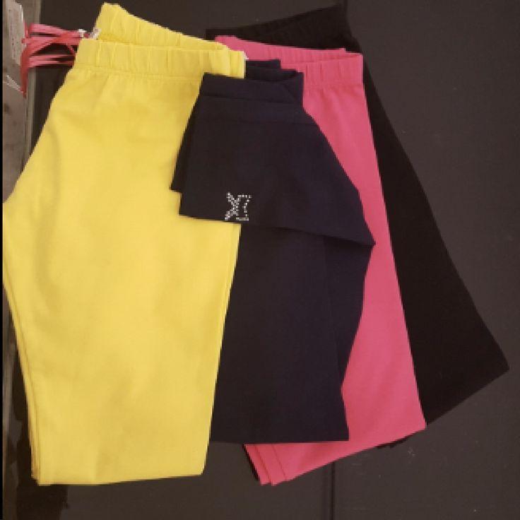 Leggins bambina  Disponibili leggins per bambine dai 3 ai 14 anni di vari colori giallo, blu, nero e fucsia con strass in fondo che formano un fiocco #prenota qui https://cittaweb.it/lusilu/in-vetrina/22976506-leggins-bambina.html e paghi al ritiro in #negozio #Lusilu di @ekka_lusi a #laspezia #cinqueterre #portovenere #liguria o #shoppingonline con spedizioni ovunque  #cittaweb favorisce i negozi di vicinato italiano: boutique, associazioni, attività.   Ogni cliente sia che prenota on line…