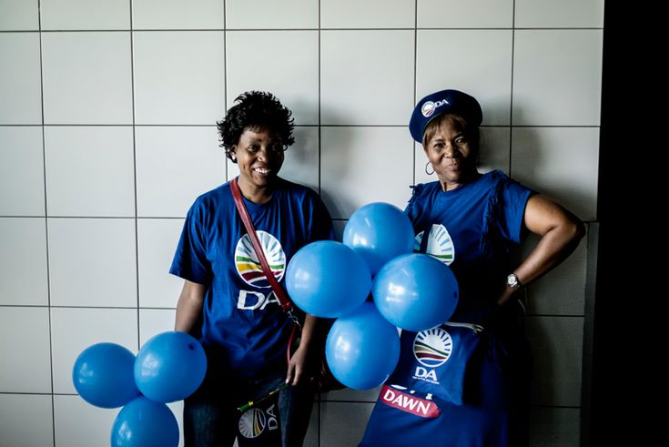SOUTH AFRICA, Johannesburg : Two supporters of the opposition party Democratic Alliance pose with blue balloons at the party's final campaign rally in Johannesburg on May 3, 2014, ahead of May 7 general election