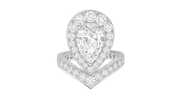 Chaumet Joséphine Aigrette http://www.vogue.fr/mariage/bijoux/diaporama/bagues-de-fiancailles-graphiques-diamants-solitaire/17994/image/988222#!bague-de-fiancailles-chaumet-josephine-aigrette-solitaire-diamant