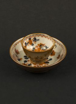 Imari miniature cup & saucer. Qianlong (1736 - 1795) Chinese Imari miniature cup and saucer with flower decor and the reverse of both painted in Batavia brown (Capuchin) #antique #chineseporcelain