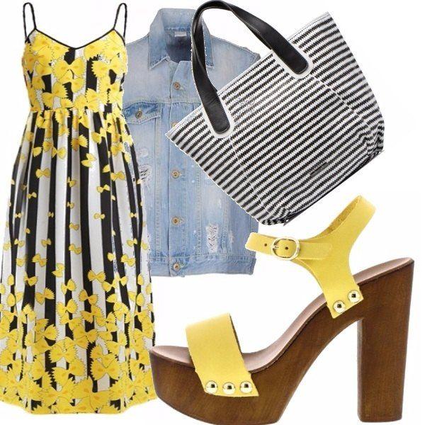 """Questo spiritosissimo vestito pieno di """"farfalle"""" è perfetto per i caldi giorni d'estate. Io l'ho abbinato ad un gilet di jeans, delle scarpe gialle con tacco in legno e una shopper a righe."""
