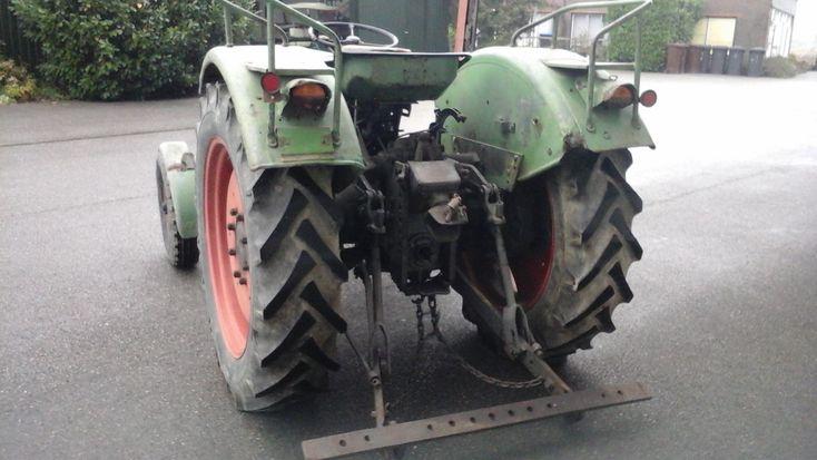 Gebruikt: Fendt Farmer 2, urenstand 9800 uur. Meer dan 60 Oldtimer Tractoren te koop op Agri Trader. Goed draaiende tractor met maaibbalk uiter lijk matig.  Op zondag zijn wij gesloten!
