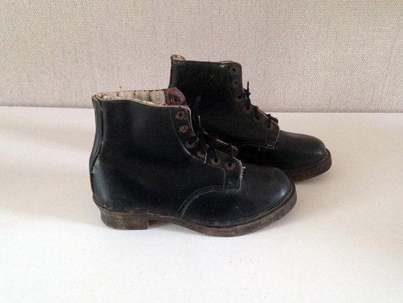 Vintage ankle boots  / old boots in black by EphemereIntemporel