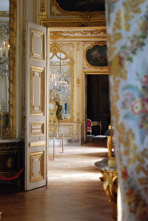 Glancing into the private apartments of Louis XV at Versailles.