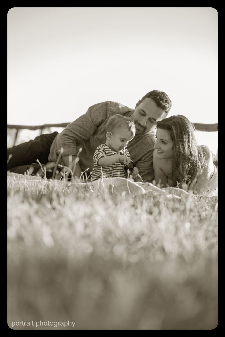 A beautiful day in the park. family photoshooting. #family #mother #father #photoshooting #park