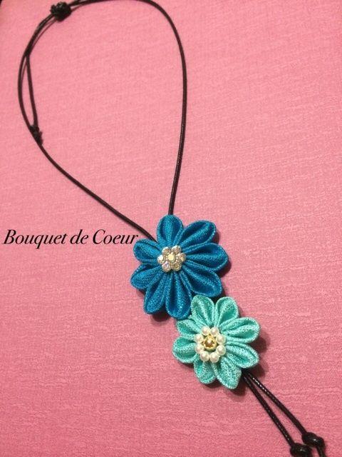 ハンドメイドフラワーアクセサリー ターコイズブルー&水色の大きなお花がかわいいチョーカーネックレス スワロフスキークリスタル、ゴールドビジュー、パールがキラキラ♪ 普段にも、結婚式、二次会、パーティなどにも使えます。 ¥1500- Handmade flower accessory. Turquoise blue & light blue big flower choker necklace with crystal and gold bijou and pearl.