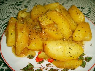 W Mojej Kuchni Lubię..: ziemniaki w wywarze z pieczenia szynki...