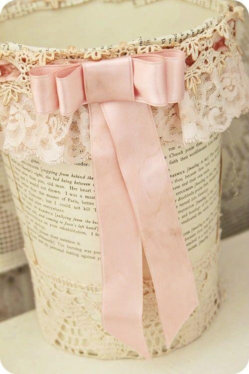 corbeille de papier dentelle et ruban