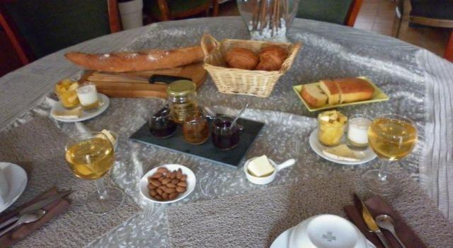 Bed and breakfast Chambre d hôtes des Daguets - #BedandBreakfasts - $59 - #Hotels #France #Pralong http://www.justigo.eu/hotels/france/pralong/bed-and-breakfast-chambre-d-39-hotes-des-daguets_53430.html