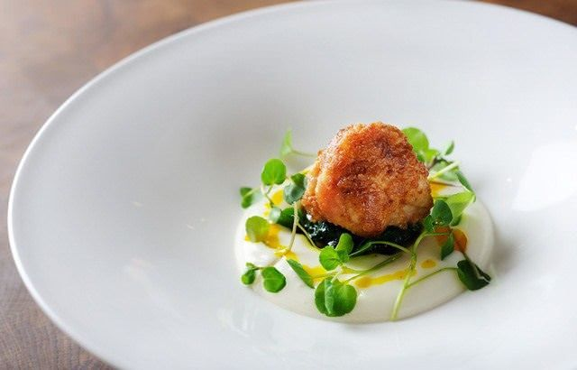 This exciting sweetbreads recipe by Chris Horridge uses parsnip 'air' for a surprising twist. Curry oil adds additional flavour to the veal sweetbreads.