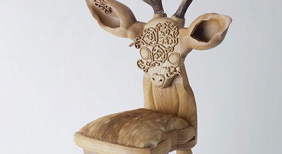 デザイナーTakeshi Sawada(kamina&C)さんの制作した椅子をご紹介します。 鹿や羊など動物をモチーフした子供用の椅子です。素材にはブナ、ウォールナットが使用されています。カワイイですね。一家に一匹欲しいですね。柔らかいフォルムがとても魅力的な椅子です。 単なる椅子としてではなく、ペットのように可愛がって欲しい。そんな想いからこの作品は生まれました。ただそこにあるだけで愛おしい存在です。座面と角が絶妙なバランスで出来ていて、そこにあるだけで存在を感じます。角は何度も何度も試作を重ねて、今のカタチに行き着きました。小さな角がその動物の特長を的確に捉えています。今回は4月のミラノサローネで発表したばかりのcow chairとsheep chairが登場します。一家に一匹どうぞ。       ロングセラー・デザイン-文房具から椅子まで (コロナ・ブックス)posted at 2013.12.5柏木 博,船越 桂,坂井 直樹,平野 久美子平凡社売り上げランキング: 219514Amazon.co.jp で詳細を見る
