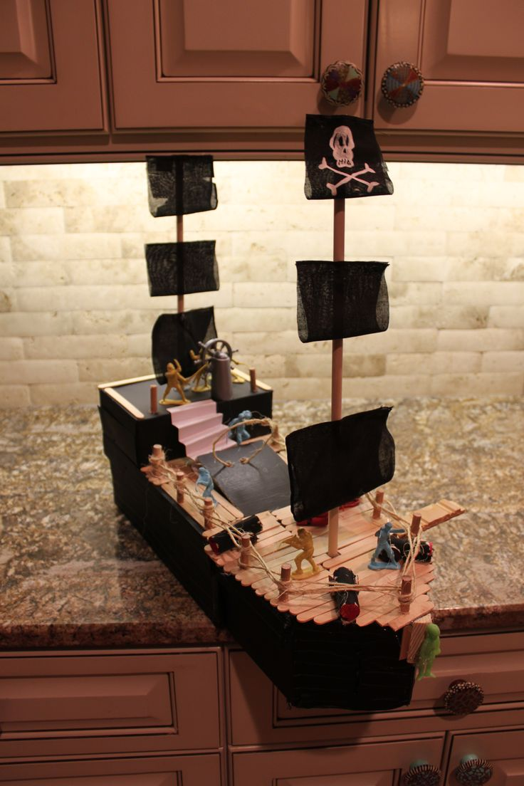 Pirate Ship Valentine Box: Pirates Ships, Valentines Boxes Our, Daddy Projects, Boxes Our Inspiration, Boxes Ideas, Ronnie Pirates, Ships Valentines, Holidays Valentines, Valentines Boxes May