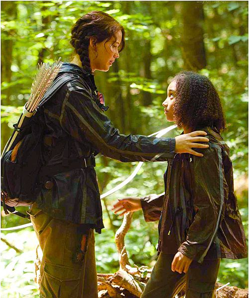 Hunger+Games+Katniss+and+Rue | ... Katniss wakes up, she finds out that she's being watched by Rue, the