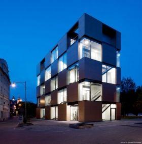 L'agence Pietri Architectes a livré le Carré en Seine en novembre 2013.
