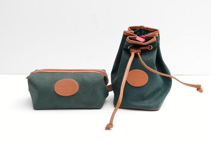2x Cathay Pacific First Class amenity bags,faux green leather (CX,160,HKG)