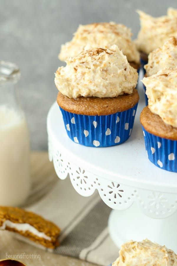 Oatmeal Cream Pie Cupcakes: a brown sugar and cinnamon spiced cupcake with a frosting that is loaded with Oatmeal Cream Pie
