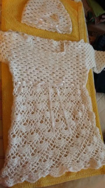 Kozie Amigurumi czyli z szydełkiem w ręku: szydełkowa sukienka na chrzest i troche kapci