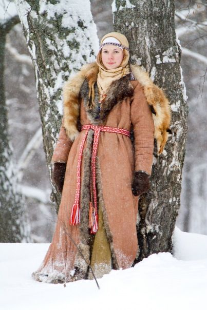 """Costume Eastern Slavs: Severyani, 11 се. Фотографии МИКО """"Святогор"""" г. Пенза…[not super sure about the dead fox over her shoulders ;) but the rest is pretty good]"""