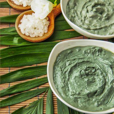 Rezept für eine Lifting Maske mit Tonerde mit nur 3 Zutaten - strafft die Haut und verfeinert die Poren. www.ihr-wellness-magazin.de