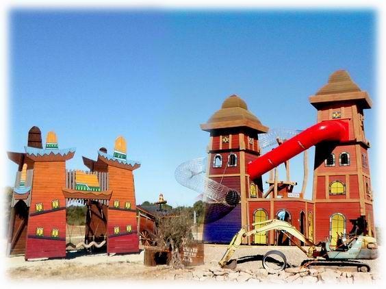 This unique and imaginative playground was build by our creative wood design company. Dieser einzigartige fantasievolle Holz-Spielplatz wurde durch unsere künstlerische Holzgestaltung errichtet. #Robinie #Robinienholz #Spielanlage #Spielplatz #Rollenspiel #Spaß #Abenteuer #Fantasie #robinia #robiniawood #playground #playfield #park #woodenpark #roleplay #fun #fantasy #tower #slide #climbing #Turm #Rutsche #klettern
