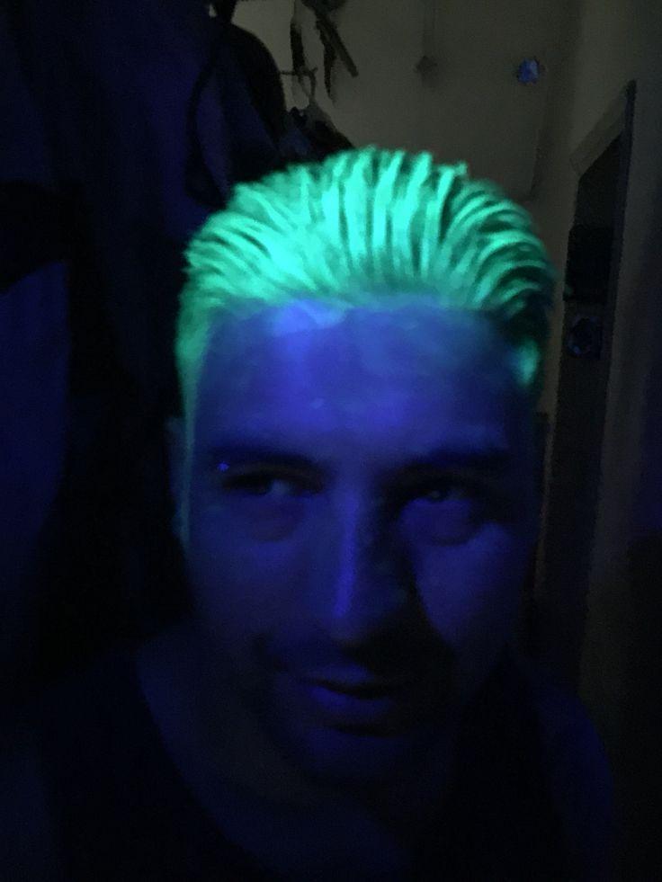 cabello verde neon marca Pravana