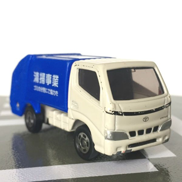 tomica-toyota-dyna-garbage-truck-01