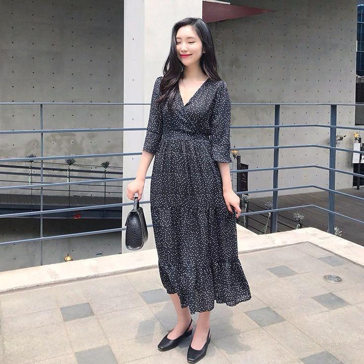 ドット柄カシュクールワンピース ガーリッシュな雰囲気満載のドット柄ワンピースです。 全体にあしらったドット柄がとってもラブリー☆ カシュクールデザインになっているので、女性らしいグラマラスなボディラインをメイクしてくれます。 大人フェミニンなポイントワンピで、デートルックにも◎ #maysome #uniquestyle #ootd #fashion #ファッション #韓国ファッション #フェミニンコーデ #大人可愛い #モデル #韓国通販 #今日のコーデ #koreafashion #シンプルコーデ #カジュアルコーデ #オルチャンファッション #dailyfashion #dailylook