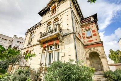 *** VENDU PAR L'AGENCE - Ce bien a été vendu par l'agence immobilière COLDWELL BANKER. BORDEAUX CENTRE VILLE - TRES BEL HOTEL PARTICULIER DU 19 ème -En très bon état cette propriété de 320 m² habita [...]