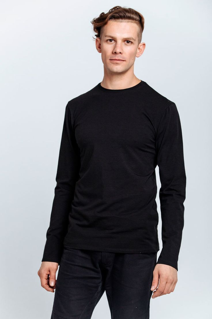 T-shirt made of black jersey. Long sleeves, round neckline.   #mariashi #fashion #nofilter #outfit #outfitoftheday #outfits #outfitpost #clothes #fashionista #fashiondesigner #shopping