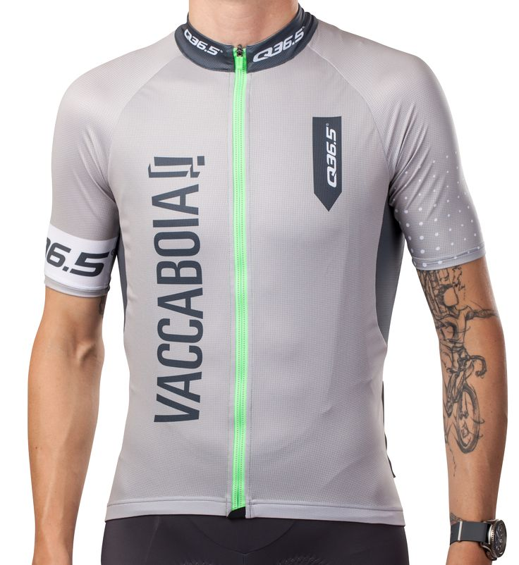 """The R1 Jersey Vaccaboia (Italian slang for """"dammit"""") uses a training cut that's a bit more generous than the Q36.5 L1 Jersey, as well as more traditional Lycra"""