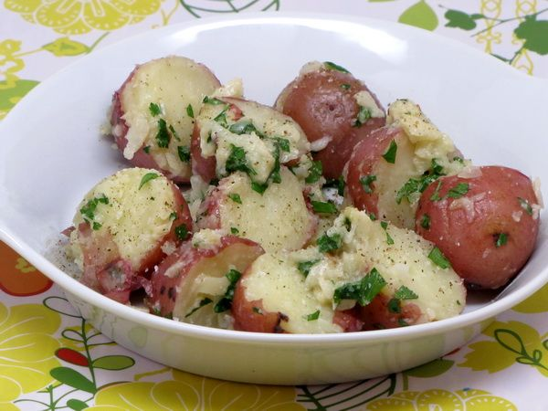 Steamed Potatoes with Garlic Sauce