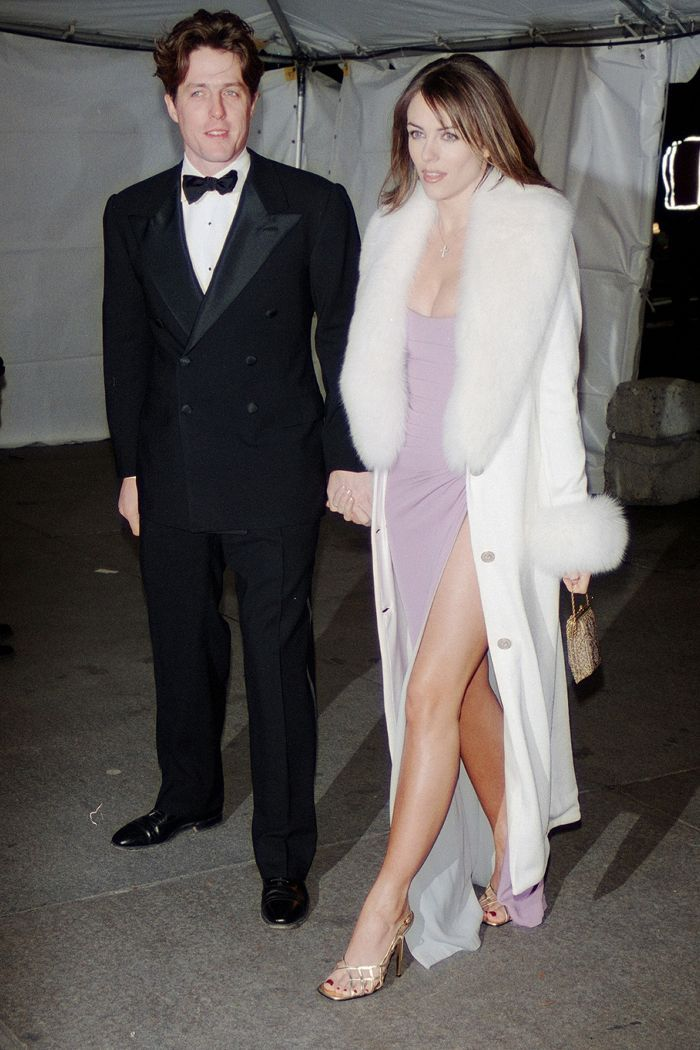 Liz Hurley Circa 1990 Is So On Trend For Now 90s Fashion Elizabeth Hurley Hurley