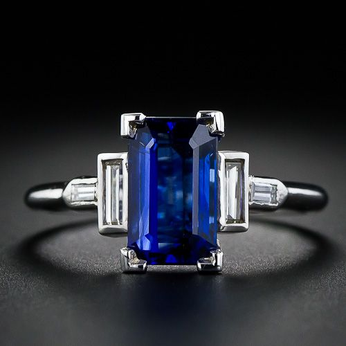 Classi Art Deco Sapphire ring, very architectural. Elongated emerald cut sapphire 2.5 carats, 4 baguette diamonds, tcw 0.15 cts VS-SI2/H-1. Platinum Circa 1930s.