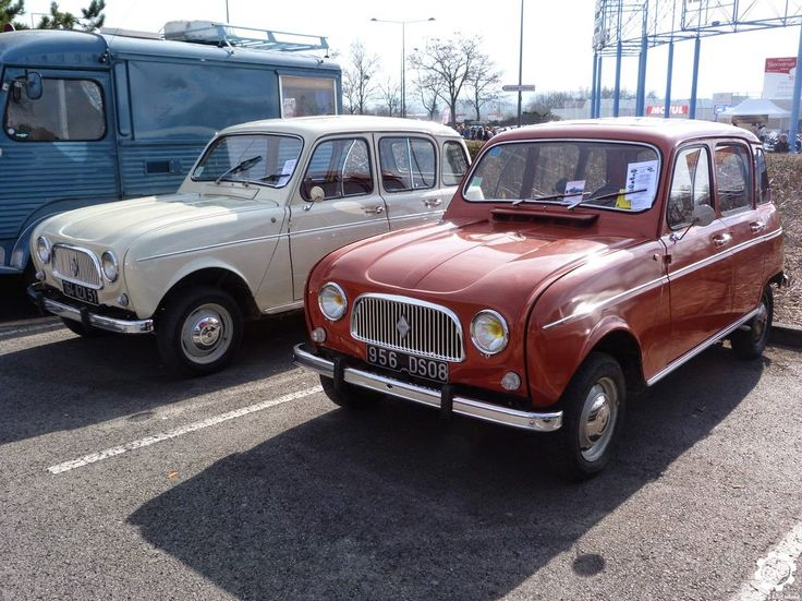 Duo de #Renault 4 vues sur le parking collection à #Reims au Salon Champenois du Véhicule de Collection début mars 2015.    Article complet à voir sur :  http://newsdanciennes.com/2015/03/08/grand-format-news-danciennes-au-salon-de-reims-2/ Issue de l'article : Grand format : News d'Anciennes au Salon de Reims | News d'Anciennes  #Vintage #Classic
