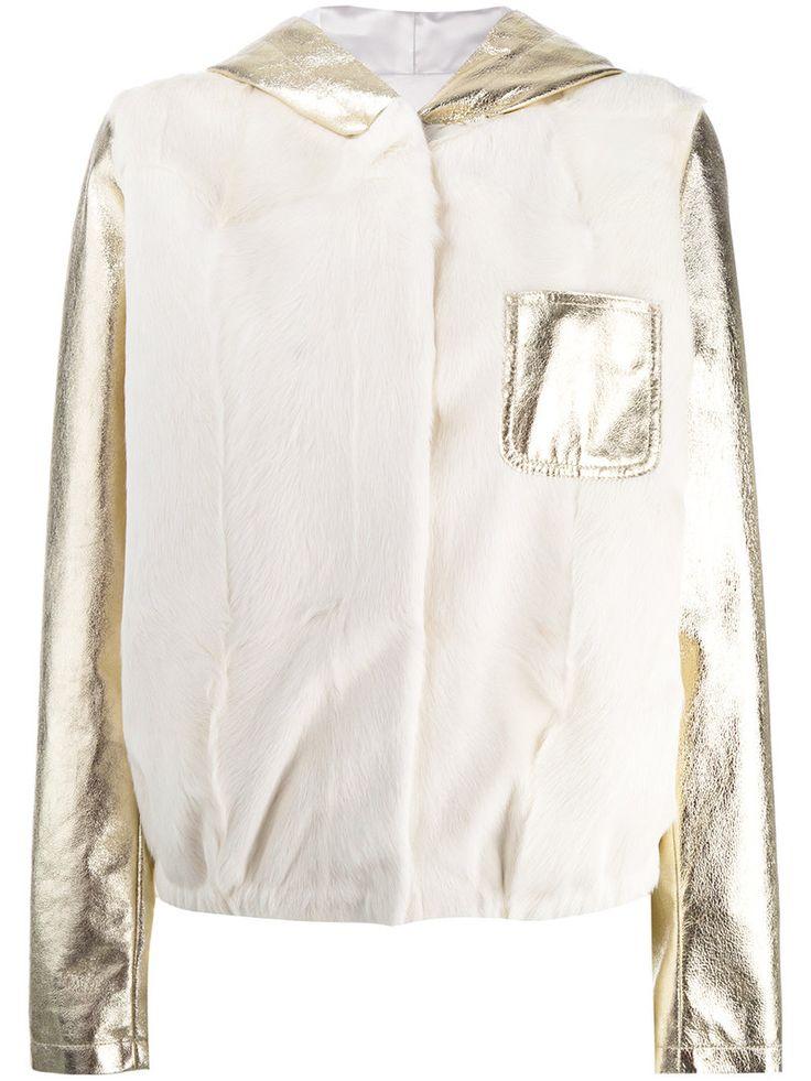 ¡Cómpralo ya!. Furs66 - Panel Hooded Bomber Jacket - Women - Leather/Lamb Fur - 38. White and gold leather panel hooded bomber jacket from Furs66. Size: 38. Gender: Female. Material: Leather/Lamb Fur. , chaquetadecuero, polipiel, biker, ante, antelina, chupa, decuero, leather, suede, suedette, fauxleather, chaquetadecuero, lederjacke, chaquetadecuero, vesteencuir, giaccaincuio, piel. Chaqueta de cuero  de mujer color blanco de FURS66.