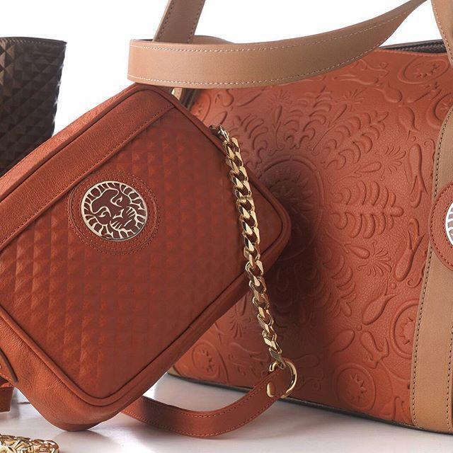 #handbag and #shopper by #coleccionalexandraaccessories  #handmadeleather #leathergoods #leatherpurse #leatherdesign #luxuryleather #vintage #original #exclusive by www.coleccionalexandraaccessories.com