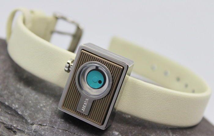 TAC's dameshorloge RVS design  TAC's dames hoge kwaliteit unieke designer bekijken nieuwe & nieuwstaatOver dit horloge merk: TAC's horloges zijn geïnspireerd door de Japanse designer Yoshiaki Motegi (Yoshi). Hij geloofde dat het ontwerp moet eenvoudig zonder verlies van de essentie & uniciteit.TAC's Design horloges zijn unieke geïnspireerd door objecten van design zoals vintage Radio's & SLR cameralens. Ze zijn opgebouwd uit hoogwaardige materialen functie Japanse miyota bewegingen. De…
