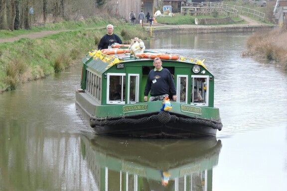Easter Bunny cruises on the Wey and Arun Canal in Loxwood, West Sussex.  Our regular weekend cruises resume on Sat 11 April 2015.  We have other special event cruises. Our boats are available for private charter. Details at www.weyandarun.co.uk