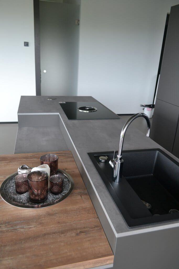 Moderne Loft Kuche Mit Bora Dampfabzug Prasentiert Von Www Saar