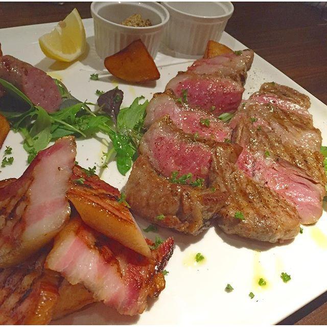 お肉♡ 実はお肉よりもお魚が好きなんだけど、なんだろうね。 お肉食べよーう!っていうときの、みんなの一体感とウフフ感。 #先輩#ありがとう#イタリアン#焼肉#焼き肉#gourmet#グルメ#tokyo#東京#yakiniku#玉ねぎ#ピーマン#rice#dish#eat#food#夜ごはん#dinner#meatlover#ディナー#肉#牛#牛肉#meat#ビーフ#beef#yum#yummy#tgif#満腹