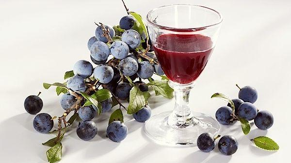 Trnkový likér zlepšuje zánětlivé reakce v cévách a zrychluje látkovou výměnu.